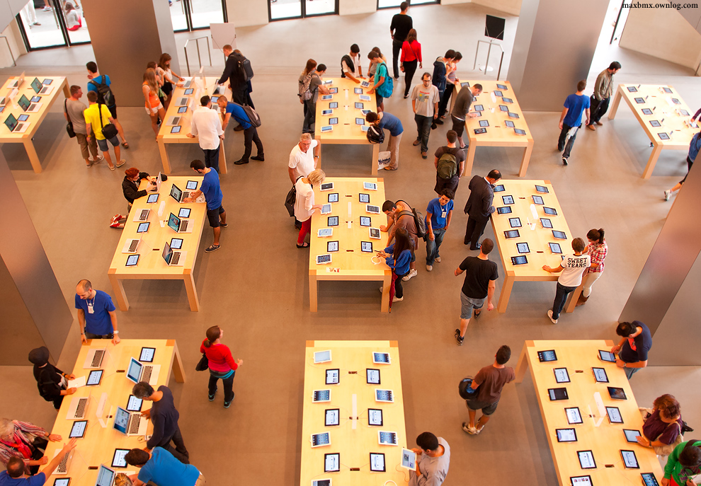 Barcelona Apple Store interior